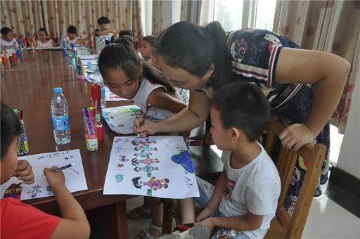 曲阜市妇联关爱留守儿童绘画班在陵城镇开讲